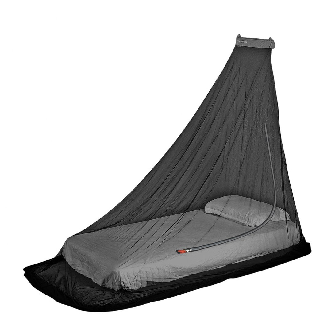 Mosquito net solonet single hanging over bed