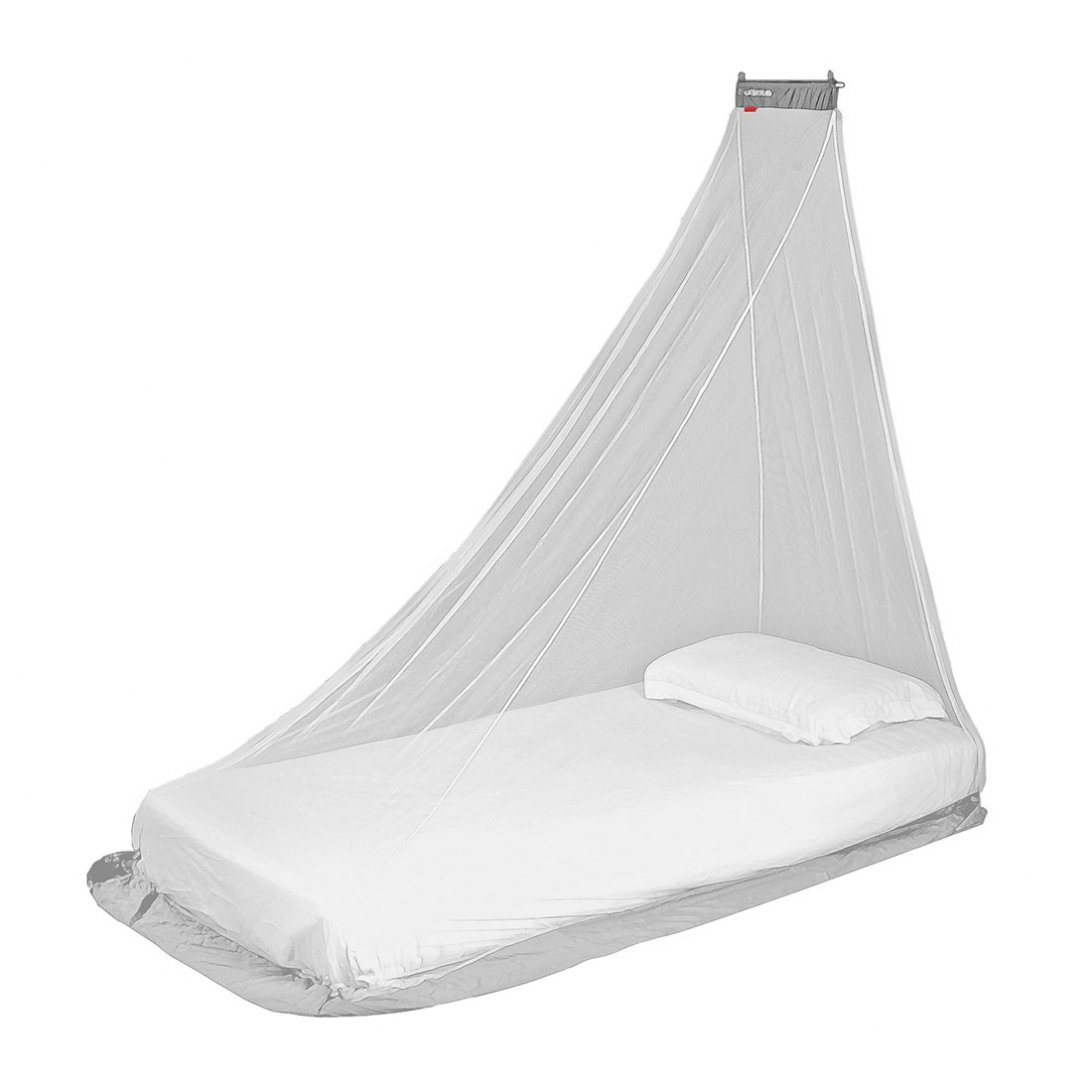 Travel mosquito net with bar at top